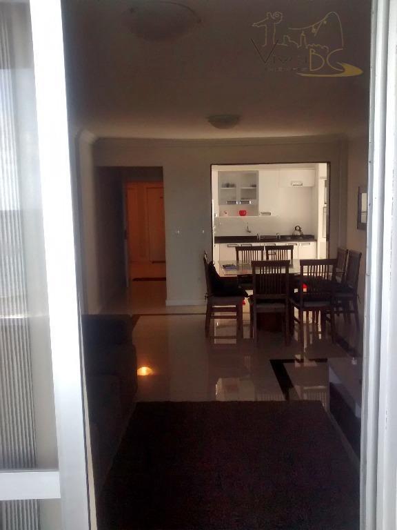 vende-sefrente mar - barra sulbalneário camboriú scapartamento:ótimo apto com 3 dormitórios sendo uma suite , dependência...