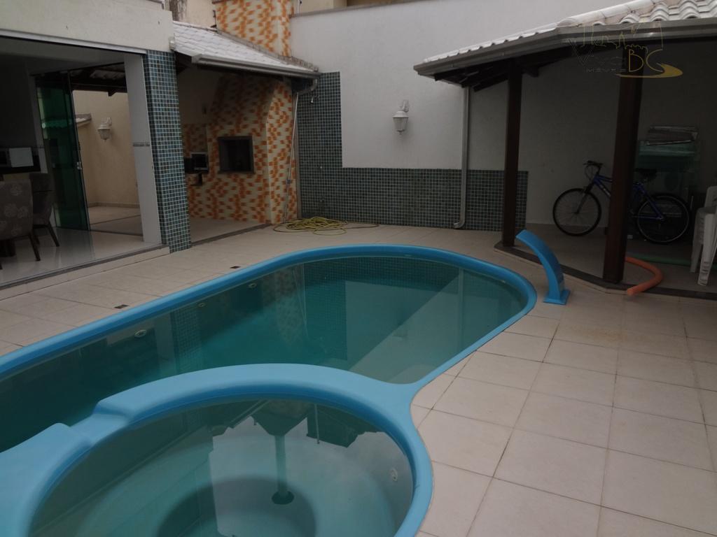 Maravilhosa Casa com 2 pavimentos no Centro 3 suítes com 3 vagas, e piscina.