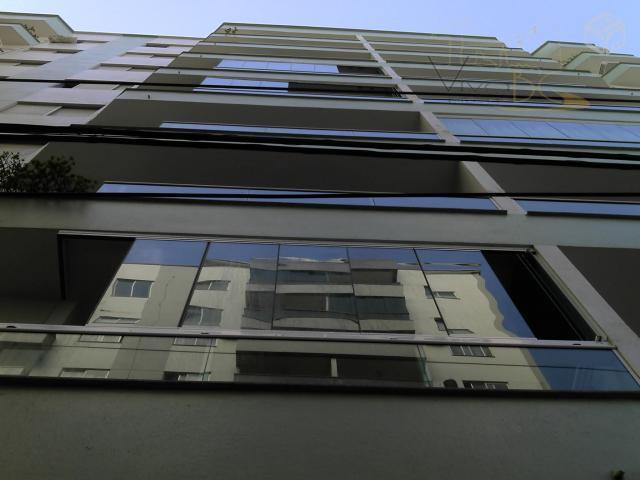 Lindo Apartamento a 50 mts do Mar com 3 dormitórios sendo 1 suite Decorado, Equipado e Mobiliado.
