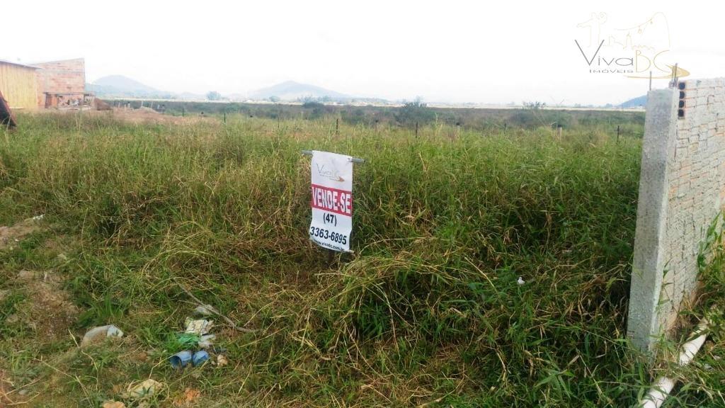 vende-seexcelente investimento; terreno com 200 m² no loteamento santa regina, espinheiros, itajaí / sc.terreno: com 200...