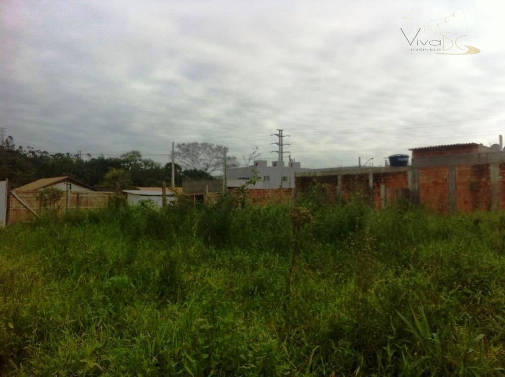 ÓTIMO TERRENO EM CAMBORIÚ, DE ESQUINA, NO LOTEAMENTO RIO PEQUENO COM MAIS DE 400 m².