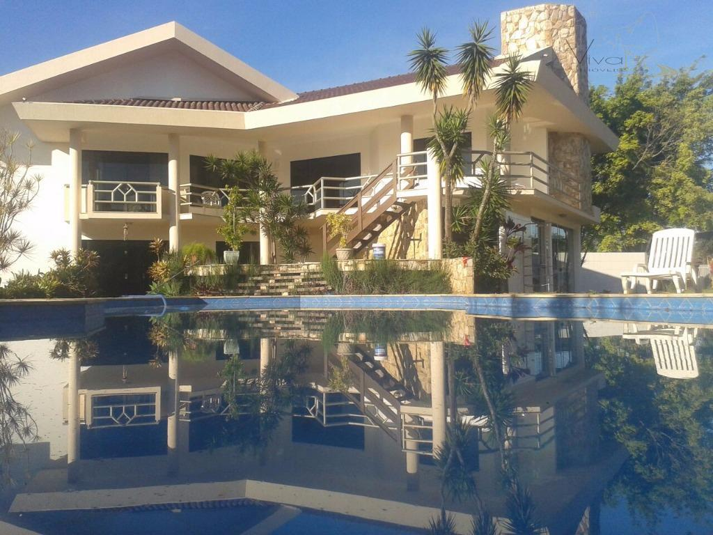 vende-sequadra marcentrocasa:maravilhosa casa a passos do mar, com 4 mega suítes, vaga coberta para 3 carros...