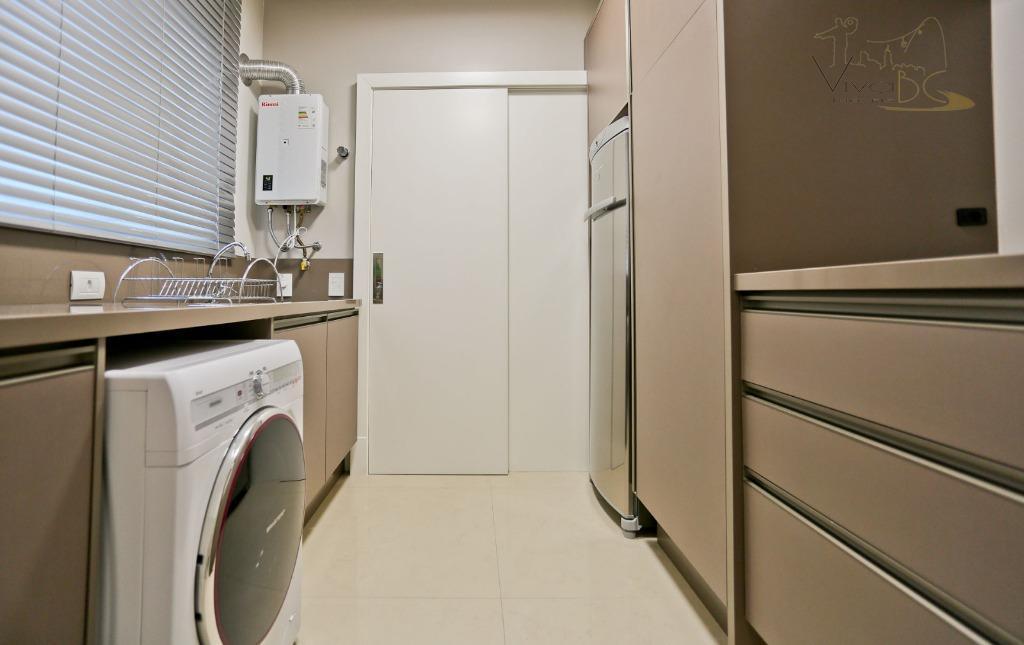 vende-sequadra do marbalneário camboriú scapartamento:1 apto por andar;3 suítes;3 vagas de garagem;sacada com churrasqueira;área privativa 147...