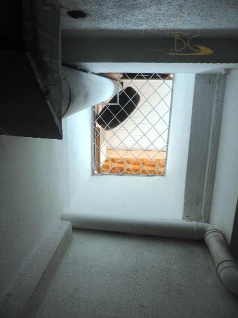 aluga-se para temporada e comercial.acomoda 12 pessoas 2° quadra do marbalneário camboriú scimóvel:possui amplo apartamento com...
