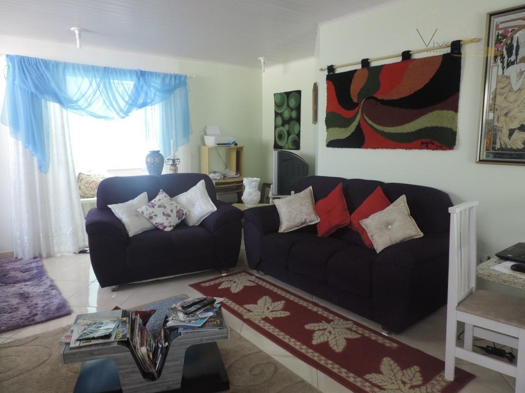 Linda Casa no 2° Pavimento, com 2 Suítes, toda Mobiliada, na 2° Quadra do Mar, em Bal. Camboriú SC. Locação por dia R$ 800,00.