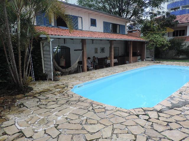 Para Locação Anual COMERCIAL - Casa em ÓTIMA LOCALIZAÇÃO a 300 metros do mar - Pioneiros.