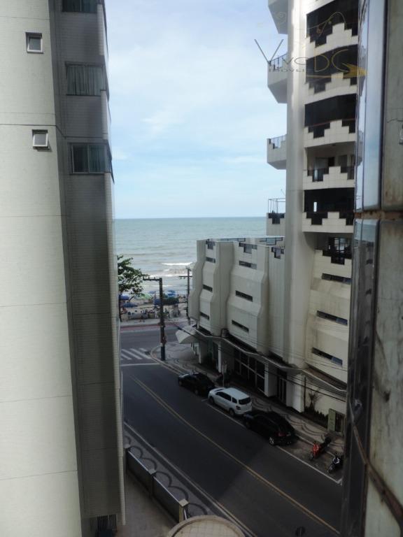 Ótimo Apartamento com 3 dormitórios sendo 1 suíte, 2 vagas de garagens a poucos metros da praia. Mobiliado.