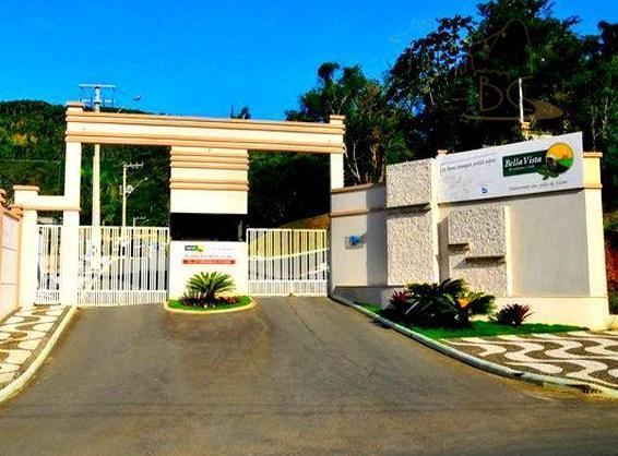 ÓTIMO TERRENO DE 450 m² EM MARAVILHOSO CONDOMÍNIO FECHADO COM AMPLA INFRA-ESTRUTURA DE LAZER.
