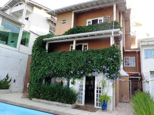 Maravilhosa Casa Triplex com 6 dormitórios (sendo 2 suítes), 2 vagas  e vista lindíssima para o Mar e Cidade. Nas Nações.