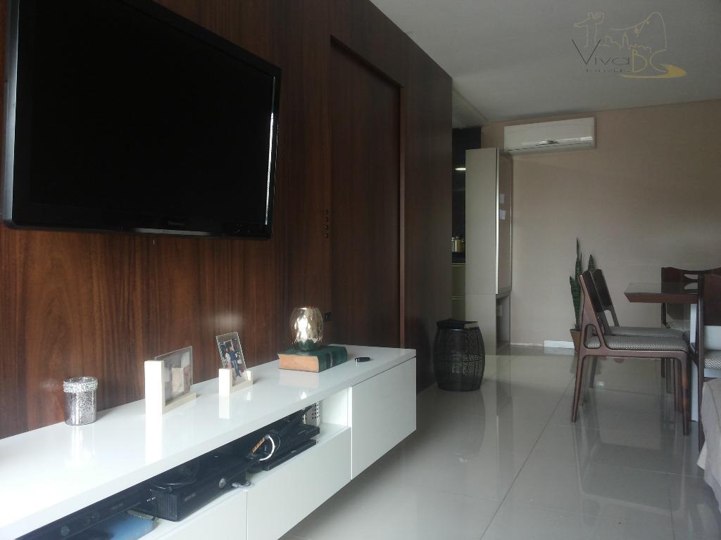 Belíssimo apartamento com 03 dormitórios sendo 01 suite