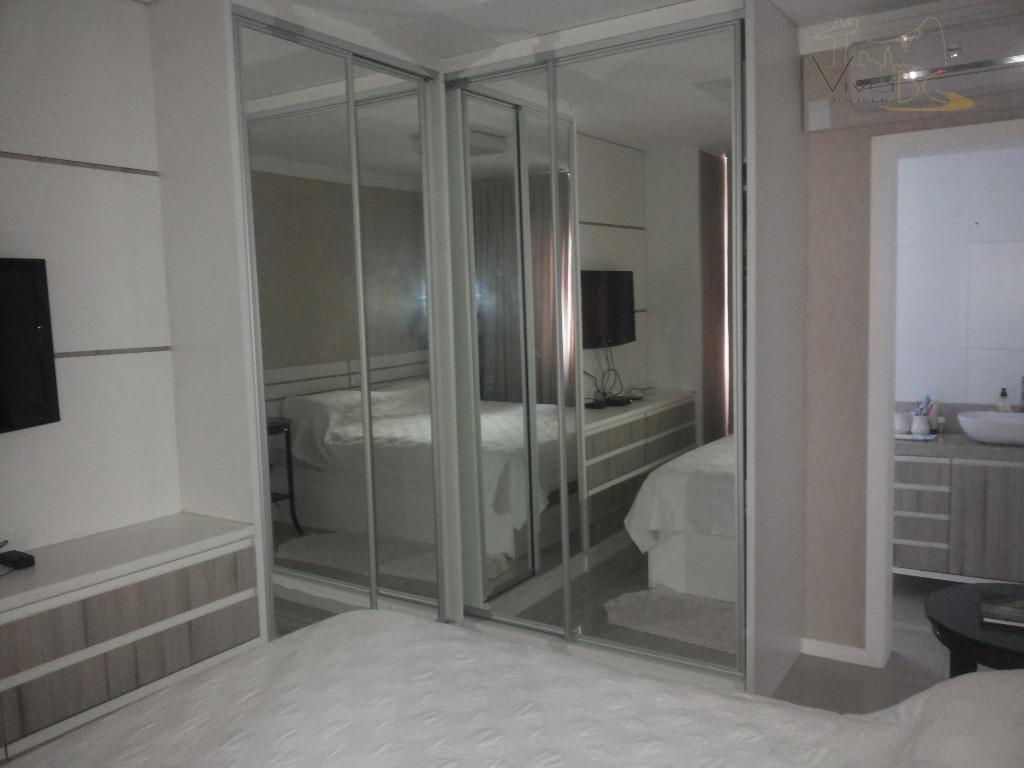 Belíssimo Apartamento com 3 Dormitórios sendo 1 Suite, 1 Vaga, com Lazer e Finamente Mobiliado. Em Camboriú.