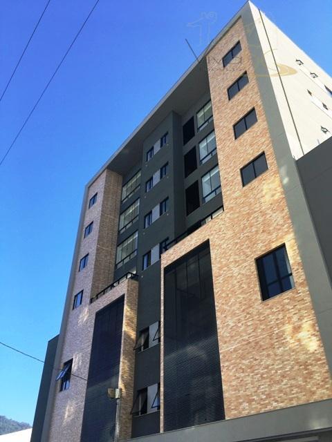 Excelente apartamento com 2 dormitórios, sendo 1 suíte e 2 vagas de garagens