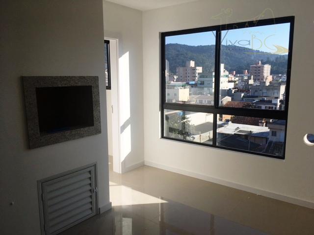Excelente Apartamento com 2 dormitórios, sendo 1 suíte e 2 vagas de garagens - Nas Nações.