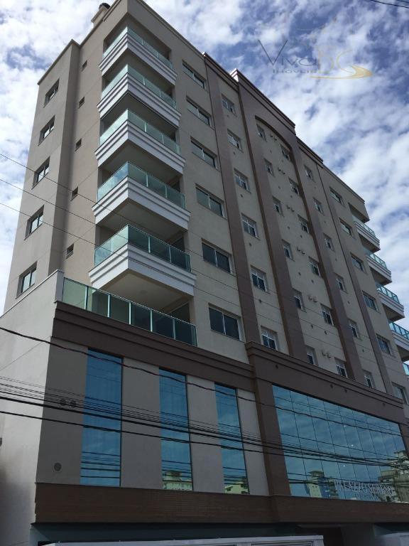 Ótimo apartamento na planta com 3 dormitórios, sendo 1 suíte, 2 vagas de garagens no centro