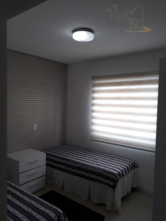 vende-se2° quadra do marbalneário camboriú scapartamento:finamente mobiliado, decorado e equipado.possui 3 dormitórios (sendo 1 suíte, sala...