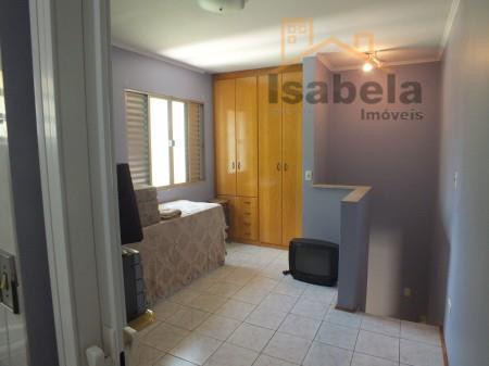 com 3 dormitórios , sala ampla, cozinha, 2 vagas, aceita financiamento, marque sua visita.