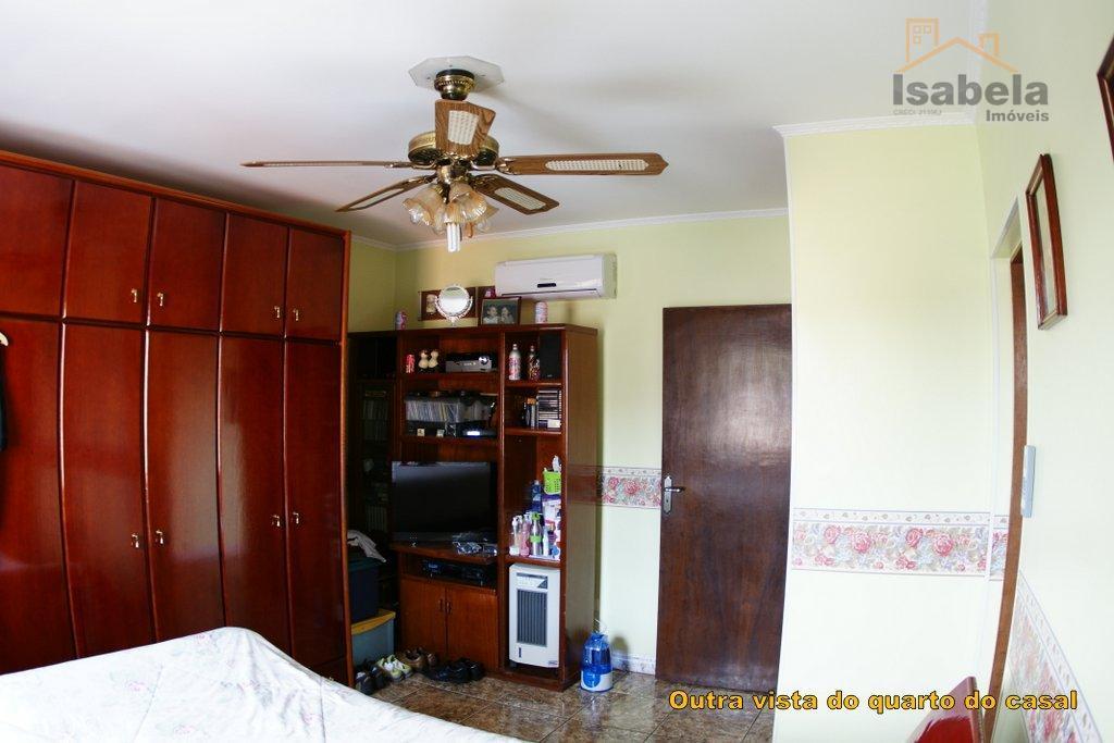sobrado com 4 vagas cobertas, 3 dormitórios sendo 1 suíte, 2 deles com ar condicionado, todos...