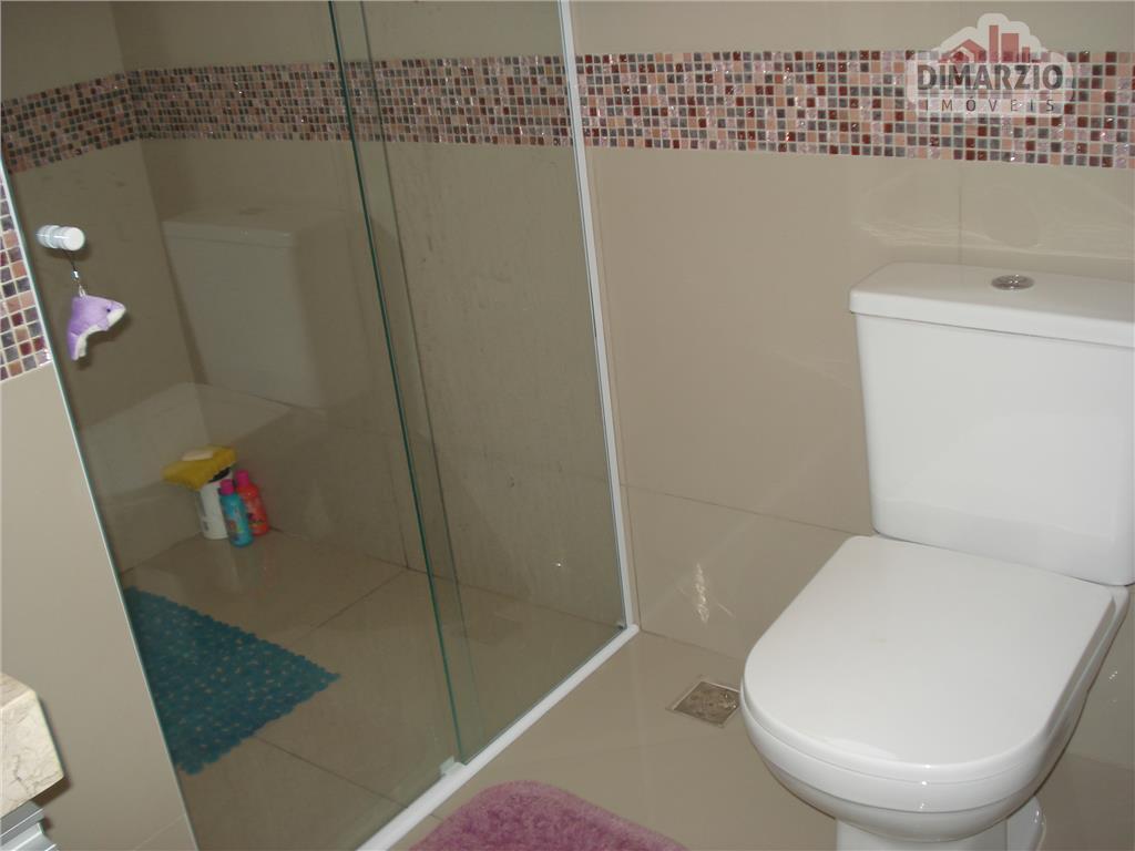 casa em condomínio fechado, com 3 lindas suítes, todas com sacada e armários, sendo a suíte...