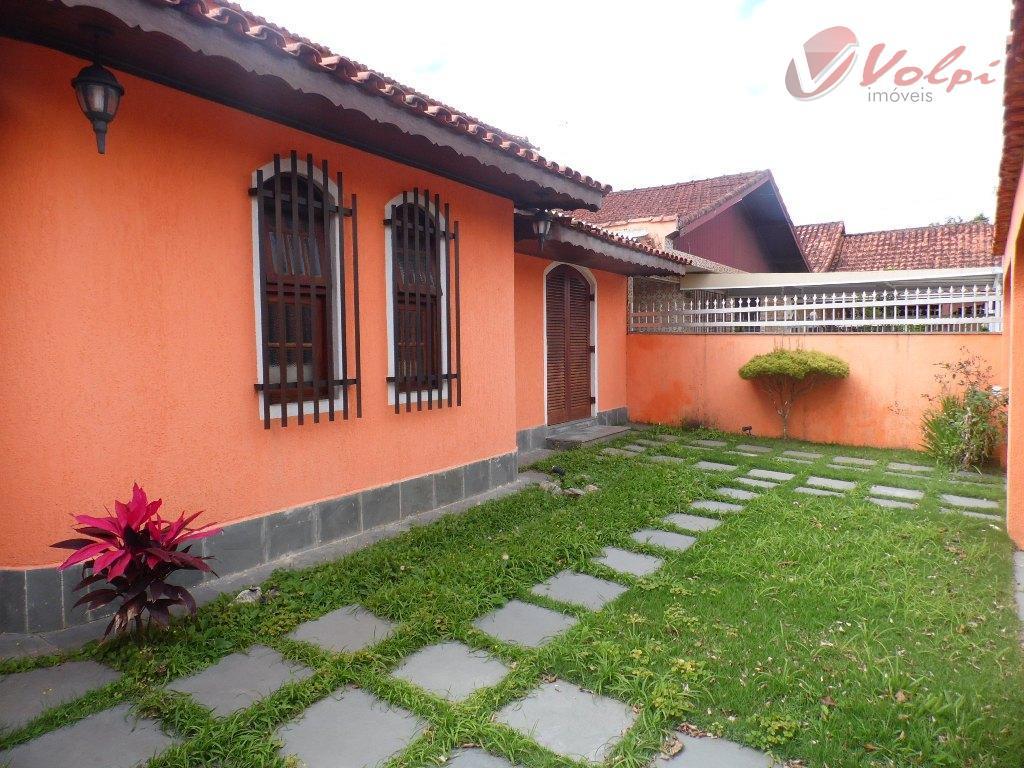 Casa no jardim Imperador, com 3 belos dormitórios, ao lado da praia!!!