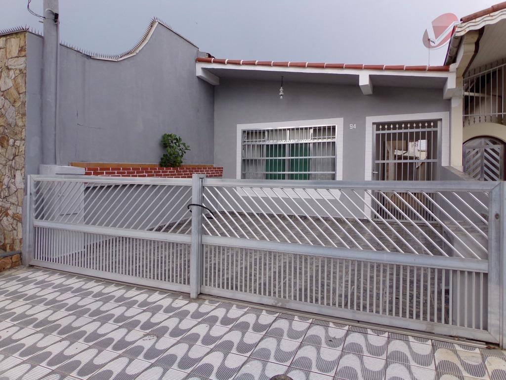 Casa com 2 dormitórios no Jardim Imperador, Praia Grande.