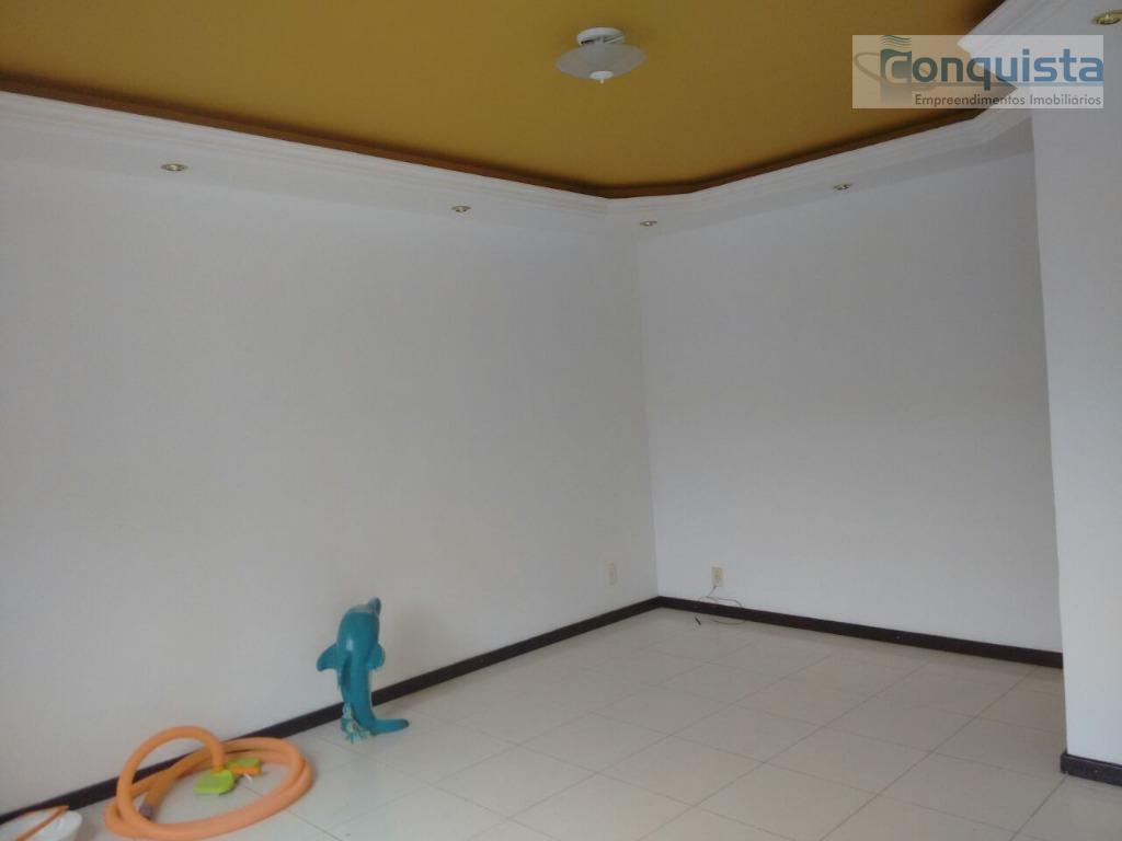 excelente localização! casa com 2 dormitórios; sala; cozinha com armário embutido; banheiro social com armário e...