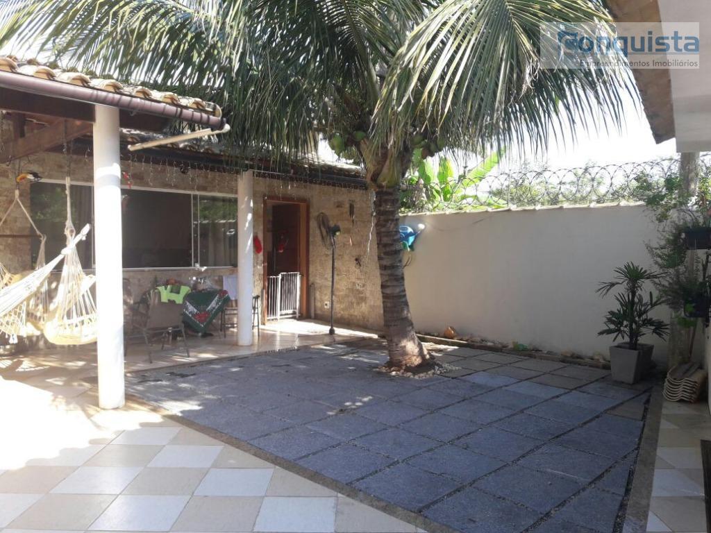 excelente localização! casa com 3 dormitórios sendo 1 suíte; sala integrada com sala de jantar; cozinha...