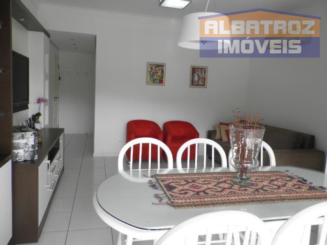 Apartamento mobiliado, 3 dormitórios com 2 vagas, Córrego Grande, Florianópolis.