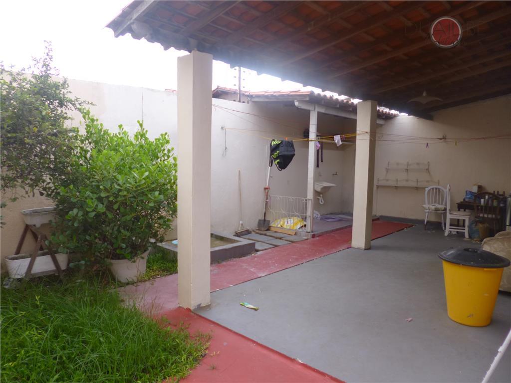linda casa original no bairro do pinheiros com 02 quartos (sendo 01 reversível para o social),...