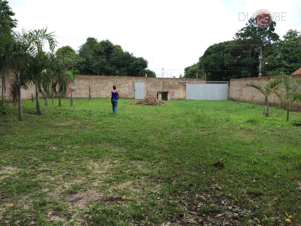 terreno com 1000m² de área total, plano, murado, contendo poço artesiano, árvores frutíferas, medindo 20m de...