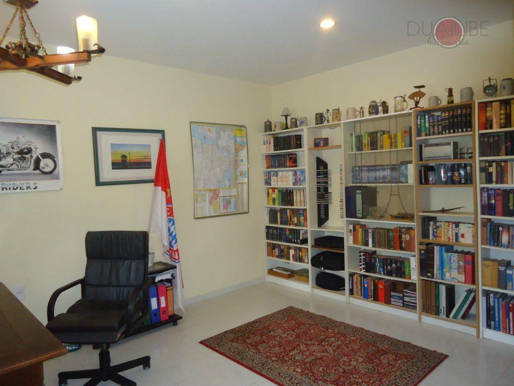 casa com vista permanente para a bahia de são marcos, toda avarandada, contendo 3 salas, escritório,...
