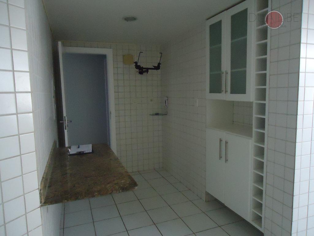 apartamento de 184m², com 03 quartos todos com com armários armários, sendo um suíte, sala em...