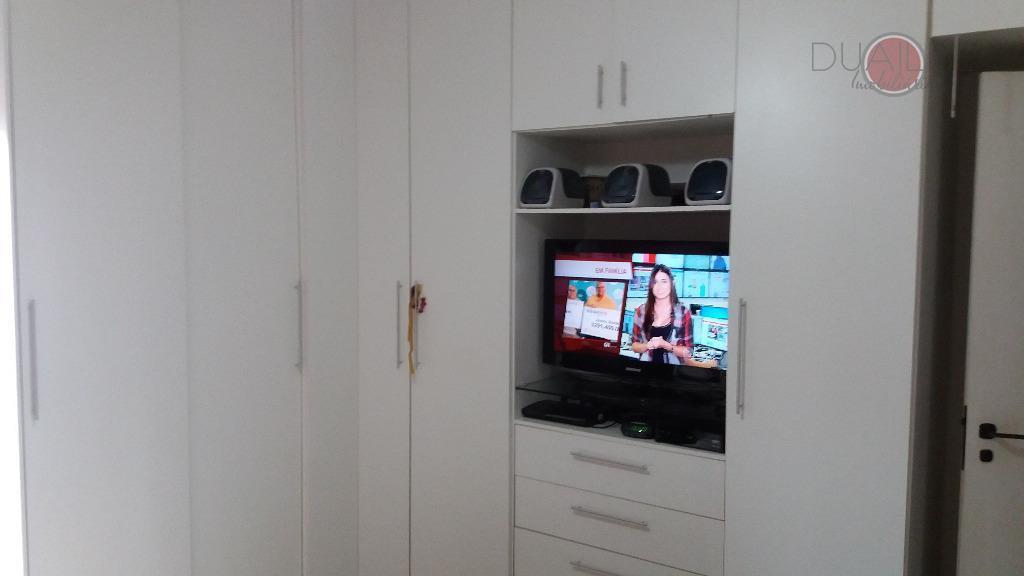 apartamento com 132,38m², todo reformado, com piso em porcelanato, 03 dormitórios, sendo 01 quarto, 01 uma...