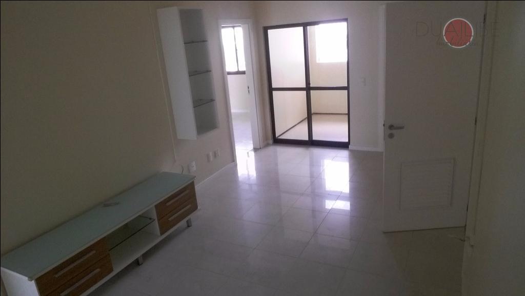 sala em 2 ambientes. varanda, 04 suítes, duas com banheira de hidromassagem, closet, todo com armários...