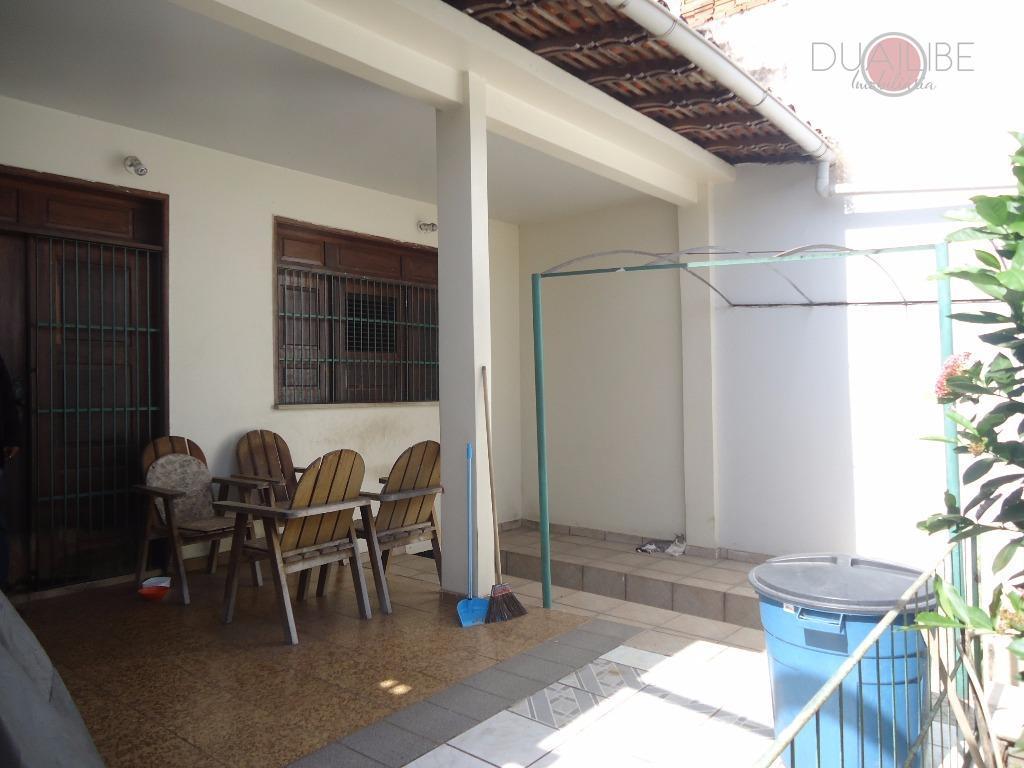 casa com dois pavimentos, com 400m² de terreno, 02 salas, sendo uma primeiro piso e outra...