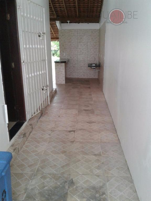 casa residencial muito bem localizada com 2 quarto sendo uma suite, 03 garagem, área de lazer,...