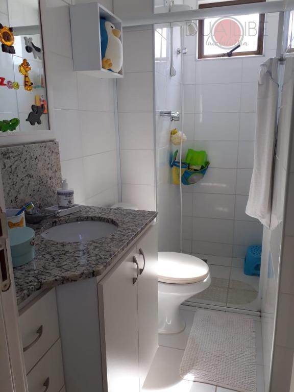 apartamento mobiliado composto por 2 suítes e 01 semi-suite, nascente , super ventilado e com bela...