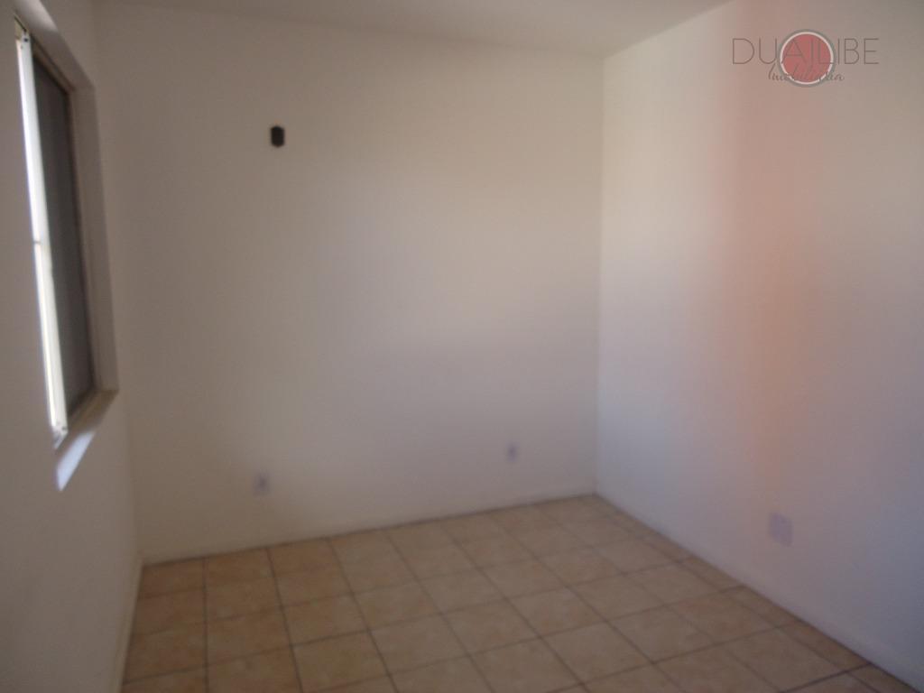 condomínio com 02 quartos, 02 banheiros, sala de estar , lavanderia, porteiro 24 horas.