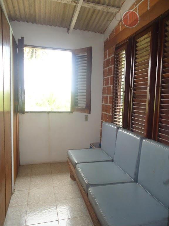 casa com edicula na avenida ivar saldanha no olho dágua, com 05 quartos, 04 banheiros, cozinha,...