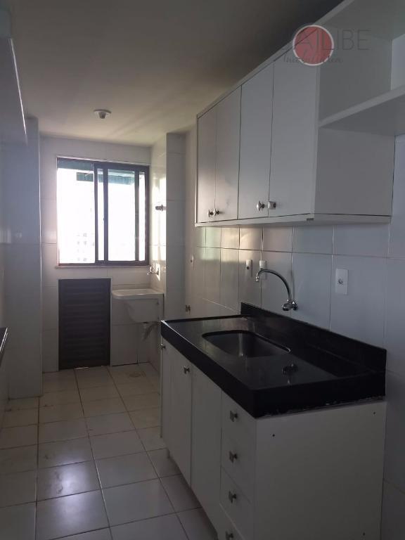 alugo apartamento no cond. lakeside, com 01 suíte, 01 quarto, sala, varanda, wc social, cozinha com...