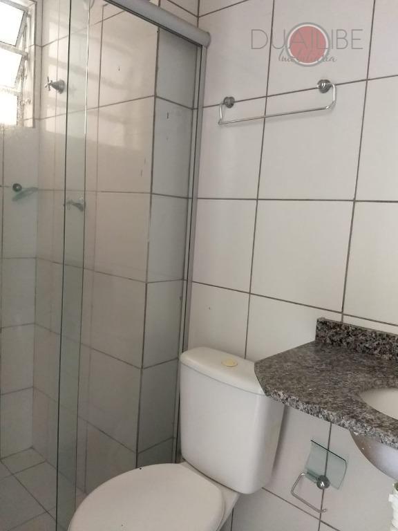 o apartamento com 57 m², tendo 2 quartos com uma suite, sala de estar/jantar, banheiro social,...