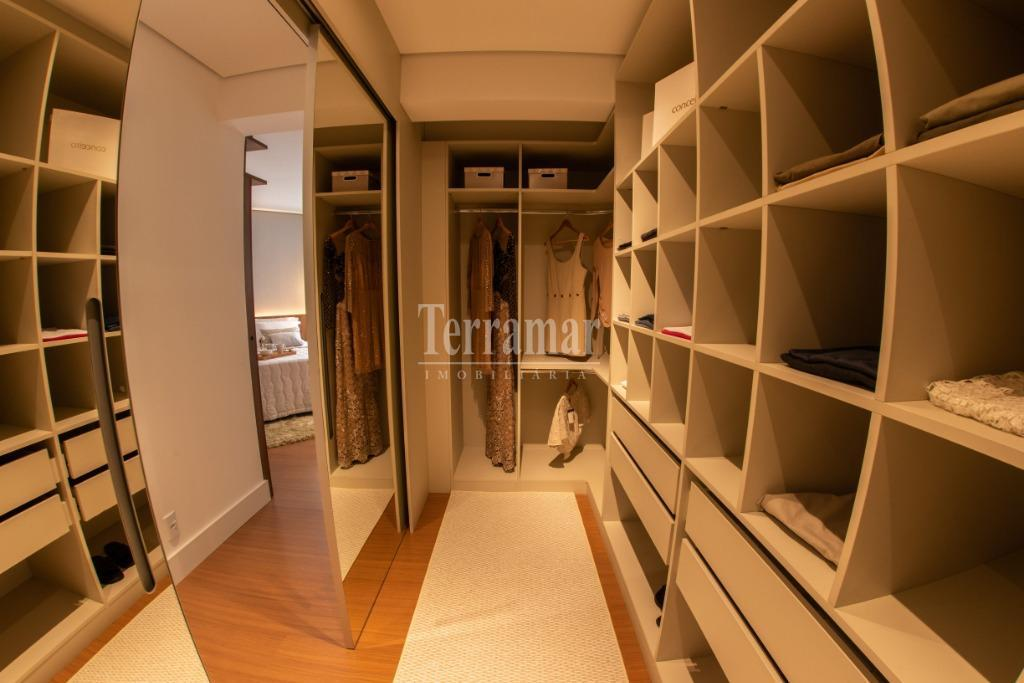 Closet/Suíte Master - Apartamento Modelo