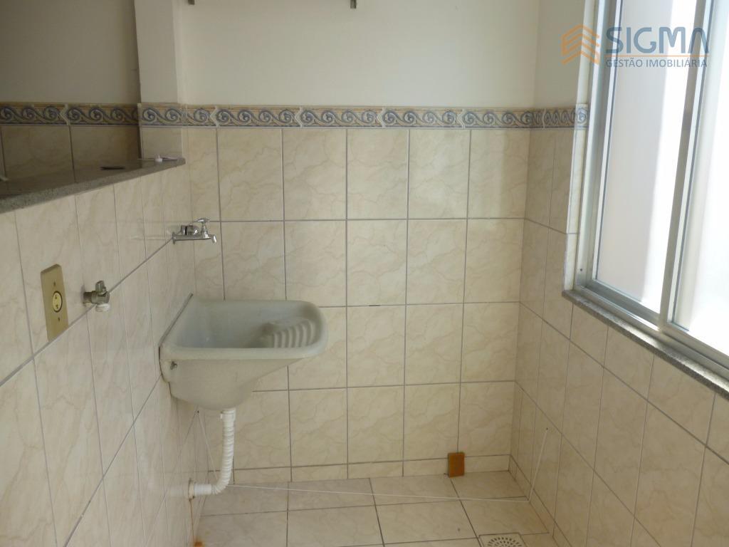 apartamento com 2 quartos, sala, cozinha , 1 banheiro. próximo a vários comércios. não possui vaga...