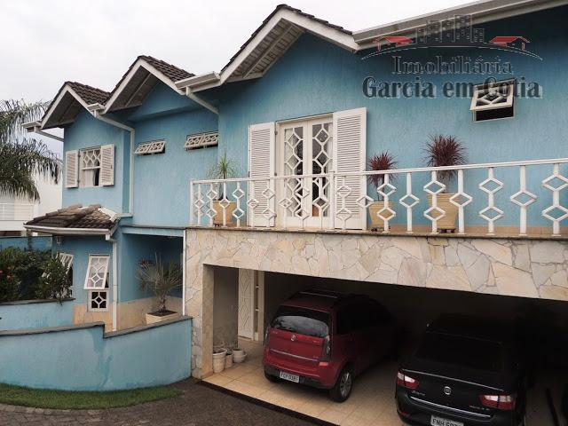 casa espaçosa e muito bem construída pelos proprietários;primeira casa após a portaria; living com sala de...