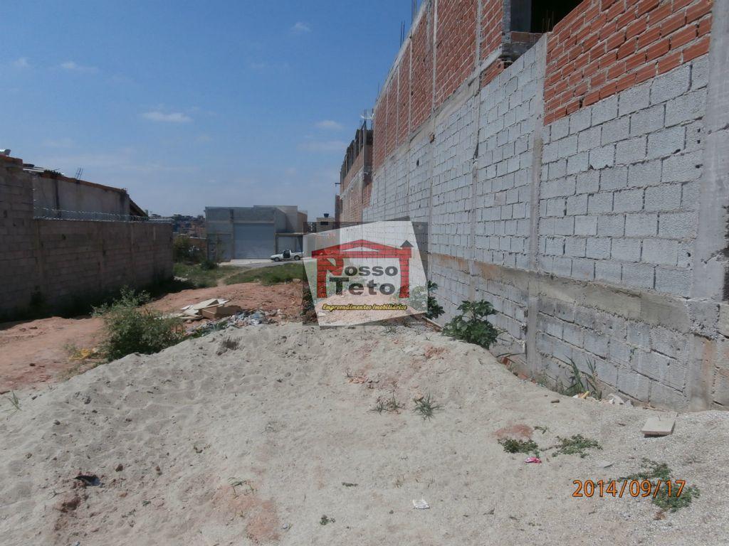 terreno plano, preparado para construção.