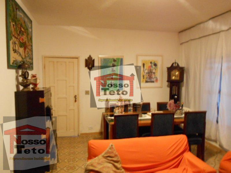 casa térrea em um terreno de esquina com um total de 248 m2. casa ampla com...