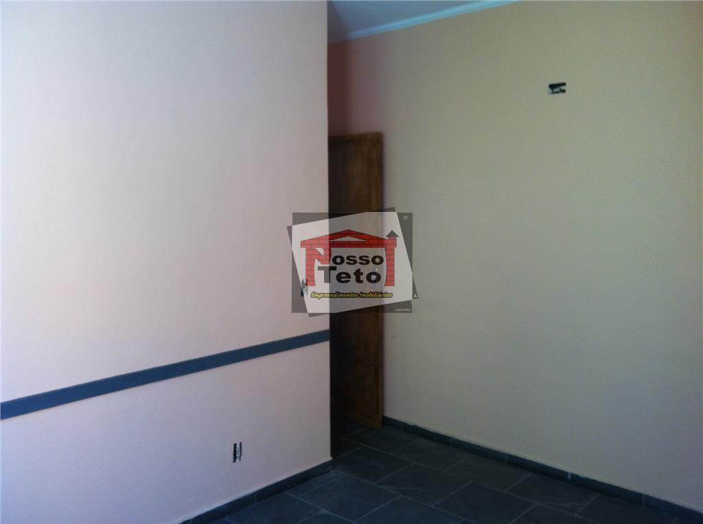 predio comercial localizado em uma travessa da av. edgar facó - na parte debaixo um salão...