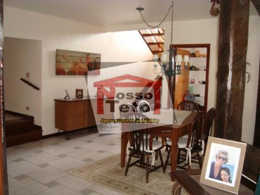 lindo imóvel rústico com 4 suítes todas com closet e 1 com hidro, sala 3 ambientes...