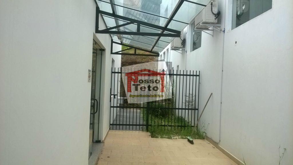prédio comercial,com 2 pavimentos,várias salas ,4 banheiros, vagas para estacionamento,localização privilegiada!
