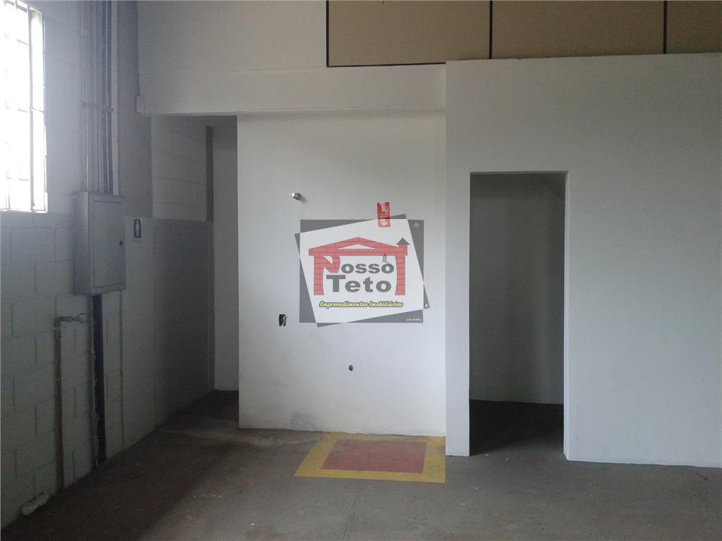 galpão com 500m² de construção, recepção, 2 salas, vestiários,copa, refeitórios, amplo pátio.