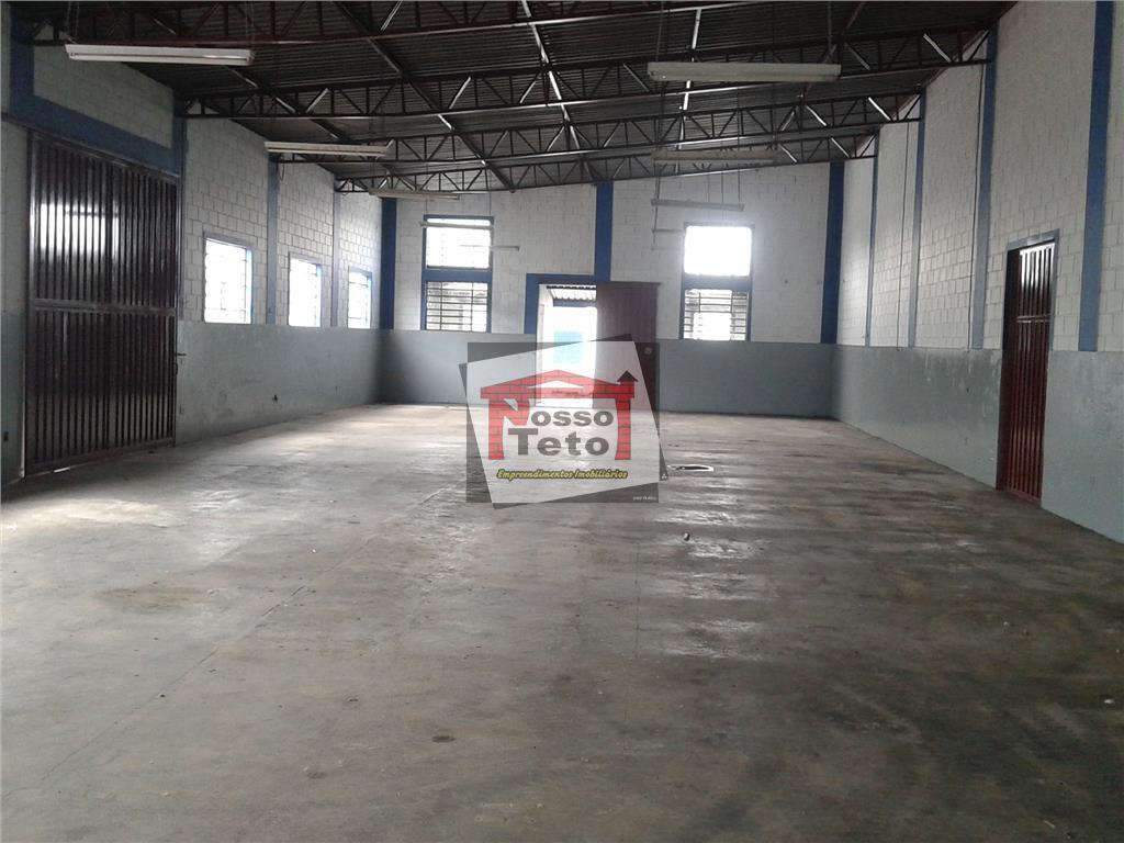 galpão com 600m² de construção, recepção, 2 salas, copa, refeitório, vestiários, depósitos, amplo pátio.